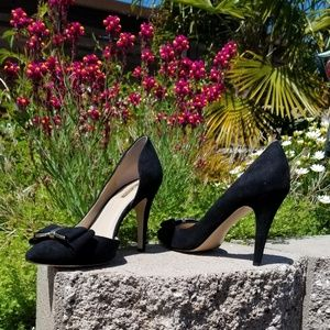 BCBGeneration heels black w/ bow & gold hardware
